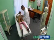 คนไข้โดนหมอแว่นเย็ด ตอนมาตรวจภายใน xxx เอานิ้วเขี่ยติ่งก่อนจะจับเย็ดร้องลั่นห้อง