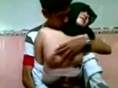 คลิปแอบถ่ายสาว มุสสลิมกำลัง เสียว ร่อนหี ใหญ่เลยครับเจอ จับนมเข้าไปนิดเดียวนี่ถึงกับหีเปียก