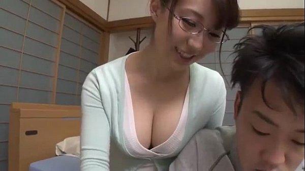 โอยเจอครูสาวน่ารัก ใส่แว่น นมใหญ่น่าเย็ดแบบนี้บอกเลยว่าเงี่ยนจริงๆ ครับ แม่งเล่นเานมมาถูหลังเลยโดนจับเย็ดซะเรียบร้อย