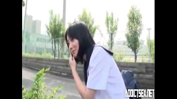 โดยนักเรียนญี่ปุ่นน่าโคตร ขนาดนี้ มารับจ้างโม๊คควยในรถ ท่าทางจะยังซิงเลยครับ นมสวยหัวนมชมพูแบบนี้อยากไปญ๊่ปุ่นกันเลยทีเดียวเด็ดมากครับ