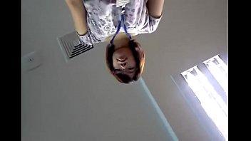 สาวแว่นพนักงานออฟฟิตโดนเพื่อนหนุ่มแอบถ่ายใต้กระโปร่ง กางเกงในสีชมพูหวานเชียวน่าเกี่ยวเบ็ตให้หีแฉะxxxThai