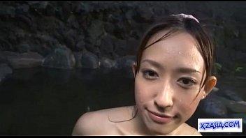 Asian Girl นางเอกหนังAVอายุน้อยรุ่นเด็กถ่ายหนังเรื่องแรก โดนเย็ดในอ่างนํ้าร้อนกระแทกหีในนํ้ามันฟิตควยดีจริงๆ