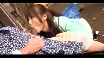 หนังโป๊ญี่ปุ่นHD หลานสาวหุ่นเอ็กซ์มาดูแลปู่วัยชราโดนปู่หื่นจับเย็ดกลางดึกกระแทกหีอย่างมันส์ โม็คควยเสียวขึ้นขย่มหัวควยจนนํ้าเงี่ยนแตก