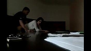 คลิปไทยxxx ผู้จัดการหนุ่มเรียกเลขาเข้ามาเย็ดกลางห้องประชุม จับกระแทกหีคาโต๊ะเย็ดรุนแรงมากแสบหีน่าดู