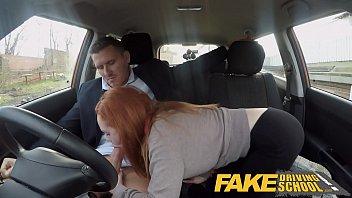 สาวแว่นมาเรียนขับรถโดนครูหนุ่มขี้เงี่ยนขอเย็ดเลยจัดแม่งในรถเลย โม็คควยขึ้นขย่มควยคาเบาะอย่างเด็ดเย็ดเร้าใจมาก Fake Driving เด็ดจัดๆ