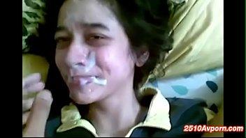 วัยรุ่นสาวมุสลิม ปัตตานี เย็ดกันแบบไม่สนโจรใต้เลียหัวควยเสียวกระแทกหีมันส์ เย็ดรุนแรงเอาซะแสบหีนํ้าเงี่ยนแตกใส่หน้า